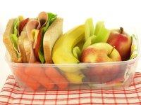 Jeżeli prowadzisz aktywny i zakręcony tryb życia, bądź pragniesz zatroszczyć się o odpowiednie przechowywanie posiłków dla bliskich – warto dowiedzieć się czegoś na temat przechowywania żywności