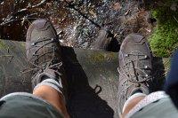 W sklepach sportowych dominuje dzisiaj wyprzedaż butów trekkingowych – sandały do biegania w atrakcyjnych cenach