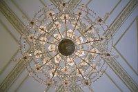 W jaki sposób dopasować oświetlenie do mieszkania? Jakiego rodzaju lampy okażą się odpowiednie? Na co zwrócić uwagę?
