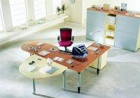 O biurkach i innych